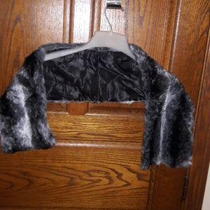 Accessories - Faux Fur Wrap